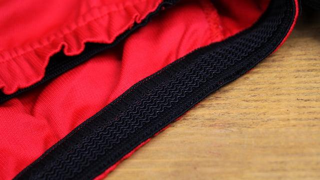 Roupa de ciclismo - Detalhe da barra da camisa