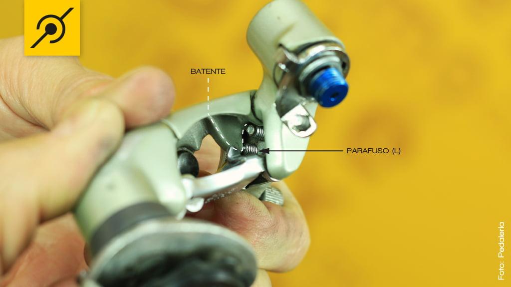 Regulando o câmbio traseiro - Parafuso LOW (L)