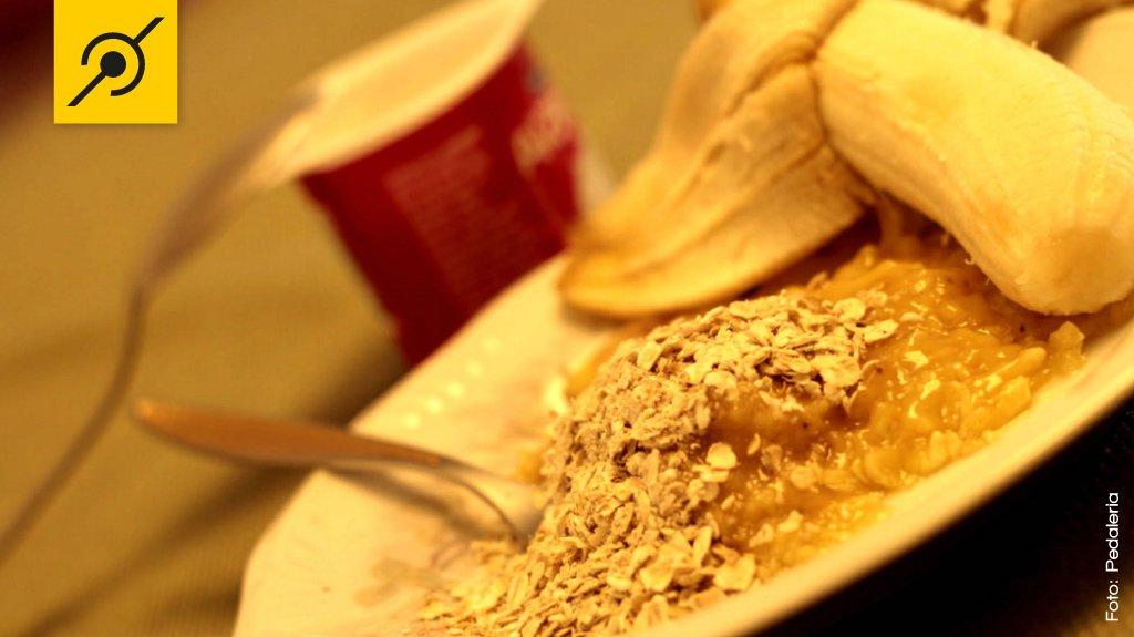 Banana com aveia e yougurte