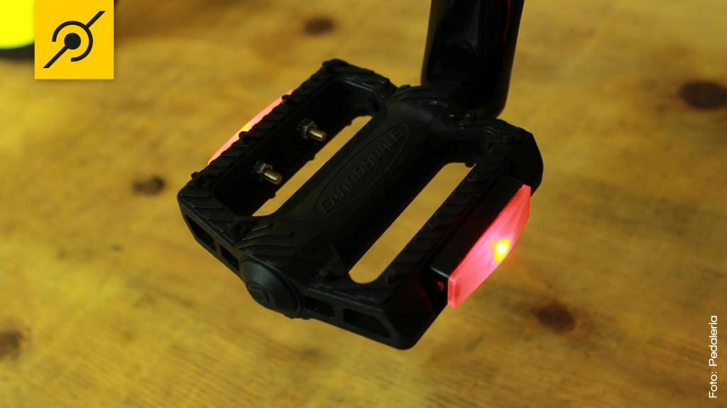 Pedal com lanterna