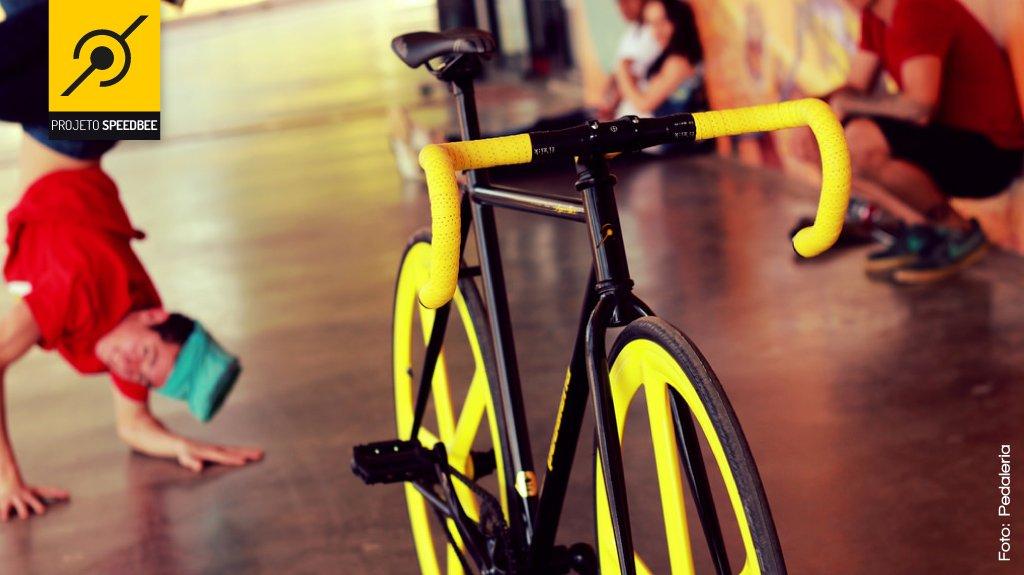 Bike no pavilhão