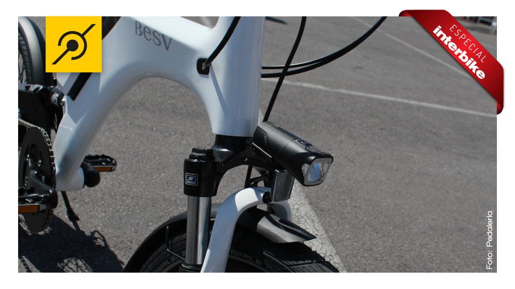 Interbike 2014 - Farol alimentado pela própria bike