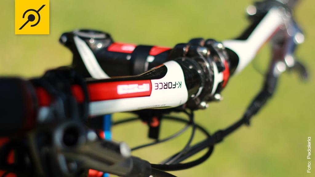 Avanço 90mm positivo ou negativo, recebe o guidão de 31,8mm - tudo em fibra de carbono.