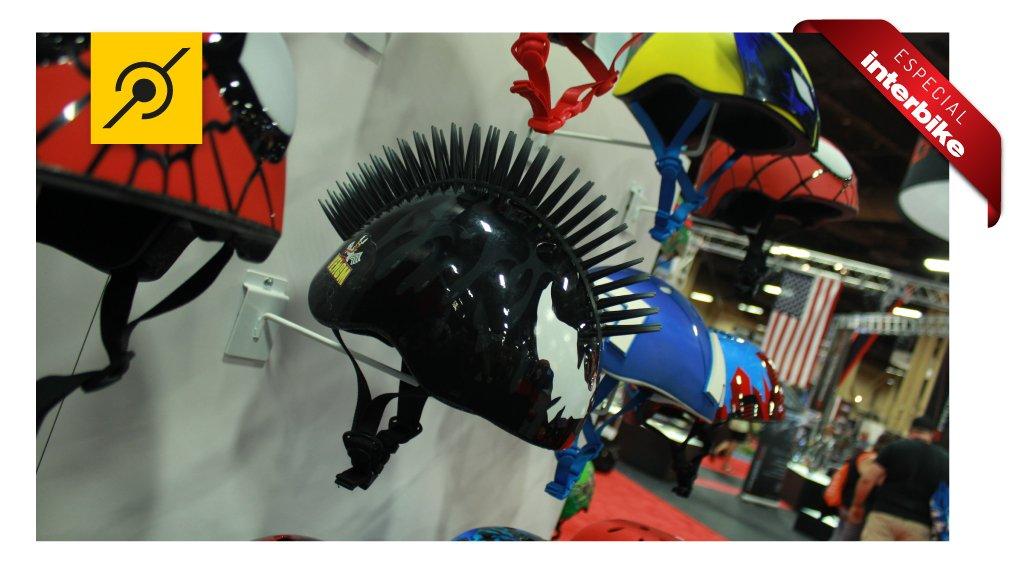 Pedaleria na Interbike - capacete infantil modelo punk - dia das crianças