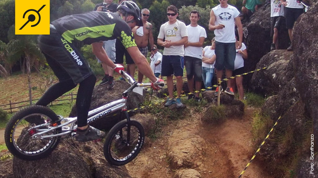 O atleta da categoria Elite, Diego Magno, no Biketrial Natural em Poços de Caldas - MG
