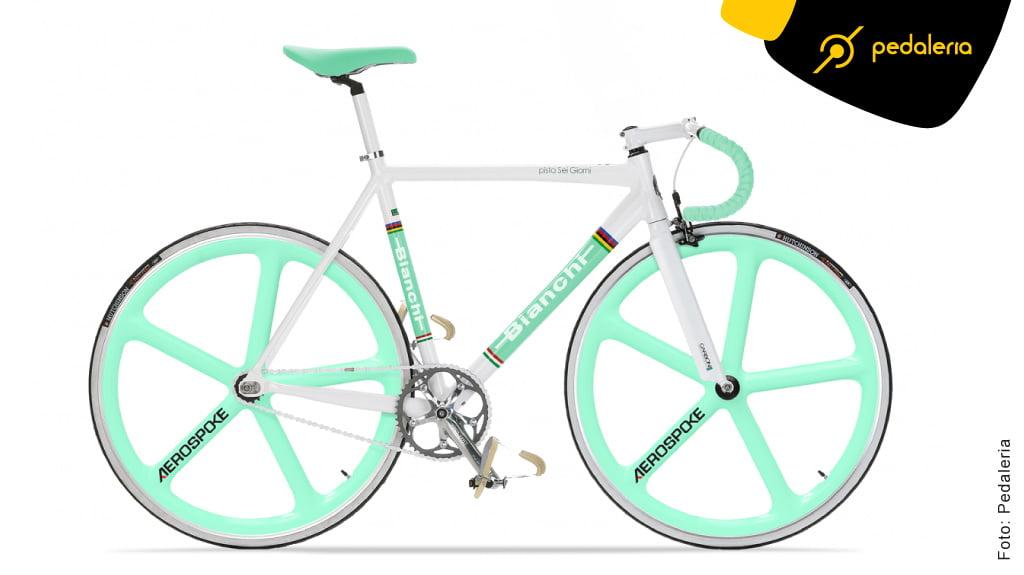 Bianchi com roda Aerospoke Celeste by Pedaleria