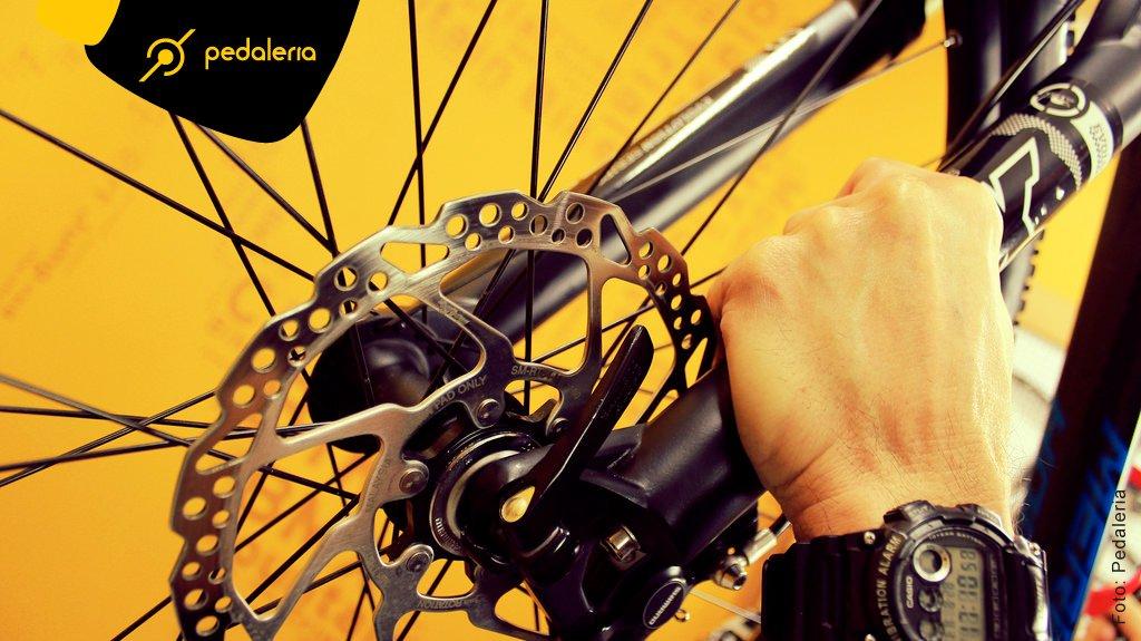 img_Acidentes_Colocando_a_Bike_no_Rack_01